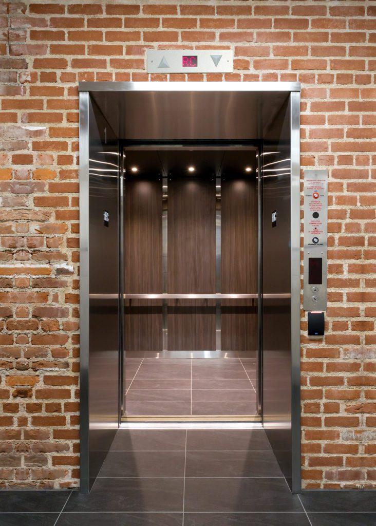 Exemple d'installation d'une ascenseurs réalisée par Lumar